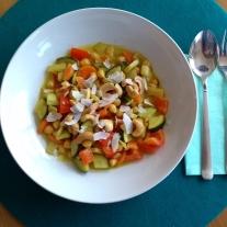 Gelbes Gemüsecurry mit Kichererbsen und Kurkuma